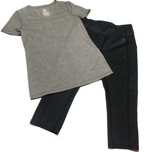 Tops - 📌Workout capri's & t-shirt bundle XS 0-2 gray